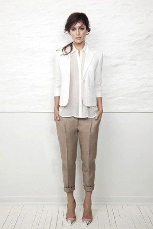 Модный лук с белым пиджаком