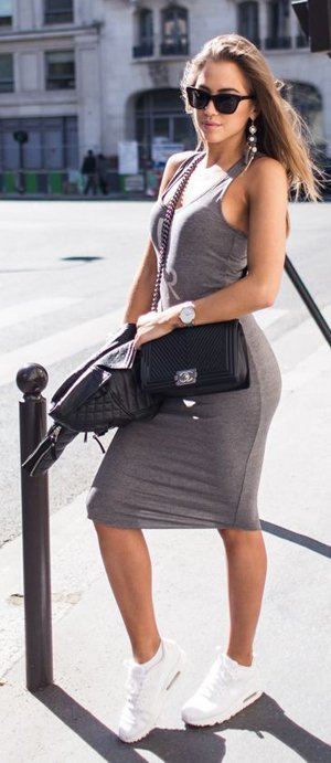 Повседневное платье-футляр