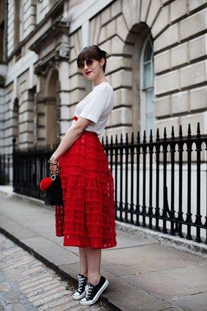 Сочетание юбки и футболки