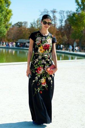 Черное платье в цветочек
