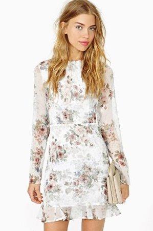 Белое платье с рукавом