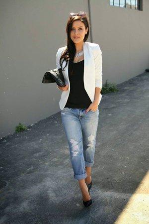 Белый пиджак с джинсами