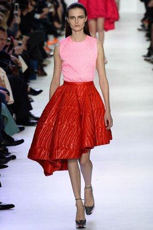 Красная юбка по косой