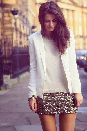 Белый блейзер с юбкой