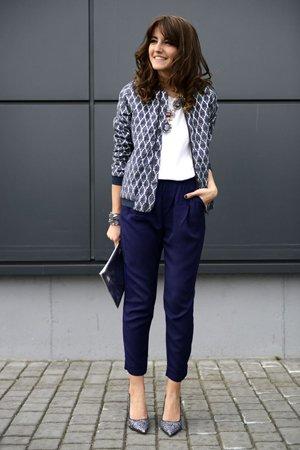Синие брюки с жакетом