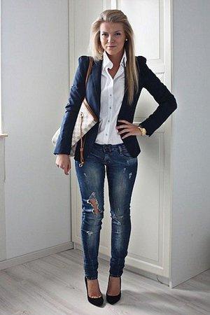Сет с белой блузкой, пиджаком и джинсами