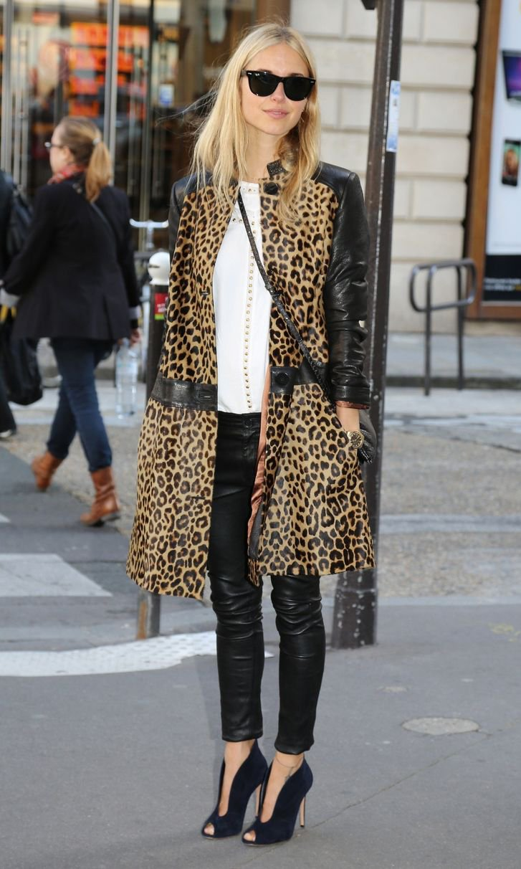 Леопардовое пальто с кожаными вставками