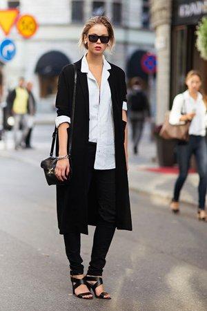 Сочетание белой рубашки с пальто