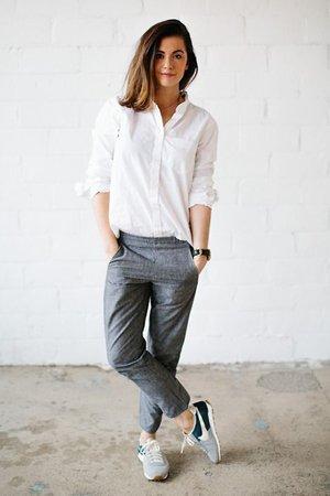 Белая рубашка с брюками