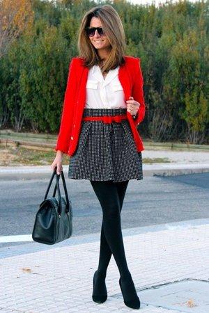Белая рубашка и красный пиджак