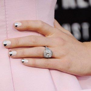 Дизайн ногтей под кольцо с бриллиантом