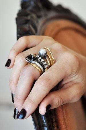Украшения на пальце