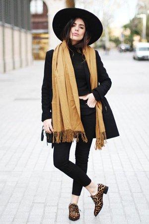 Шляпа осенью