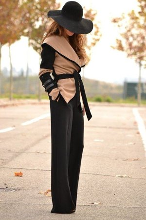 Черная шляпа с классической одеждой
