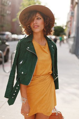 Сочетание шляпы с платьем и курткой