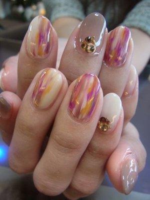 Мраморный узор на ногтях