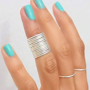 Маникюр под серебряное кольцо
