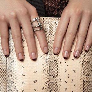 Дизайн ногтей под серебряное кольцо