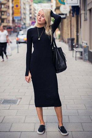 Черное платье миди с черной сумкой