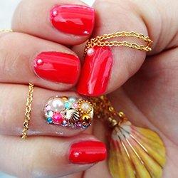 Маникюр с декором ногтей