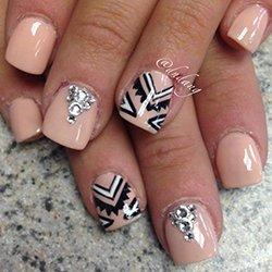 Сложные узоры на ногтях