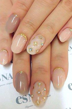 Красивый декор ногтей