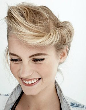 Прическа с валиком из волос