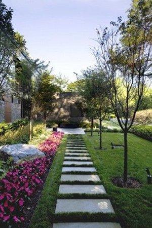 Садовая дорожка на даче