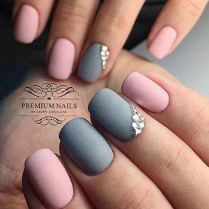 Серо-розовый маникюр