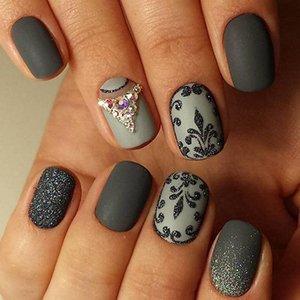 Дизайн ногтей с серым лаком