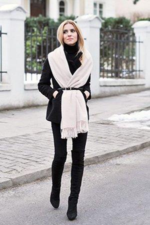 Сочетание черных штанов и ботфортов