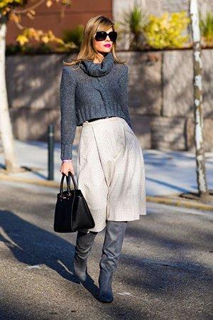 Короткий свитер с длинными рукавами