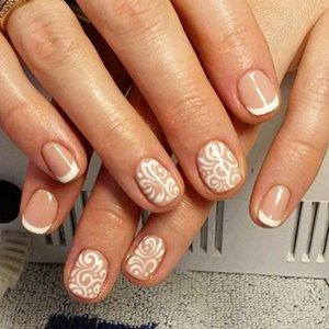 Красивый узор на ногтях
