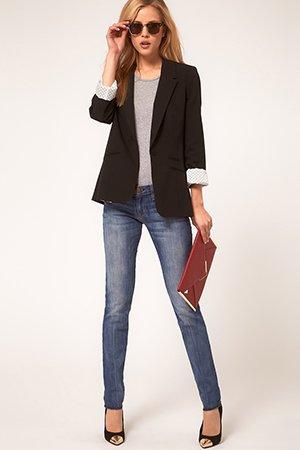 Черный пиджак с клатчем