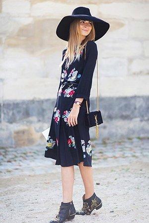 Ботильоны с легким платьем