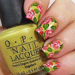 Идея маникюра с цветами
