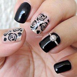 Черный маникюр с розами