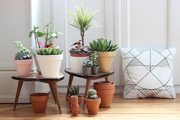 Декоративный столик для цветов