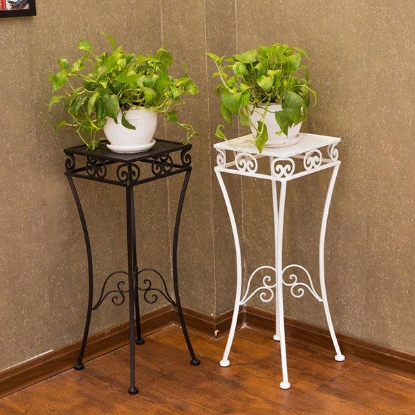 Высокий столик для цветов в стиле ренессанс
